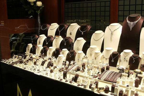 4-things-to-consider-before-buying-jewelry2